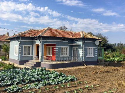 Two single storey houses at the price of a one, 1600 sq.m. garden. Kardam village – 30 min to beaches