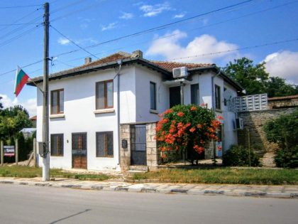 Immaculate 3/4 bedroom detached house with own 4000 sq.m. garden and many extras. Excellent village and location – only 20 min drive to city of Varna