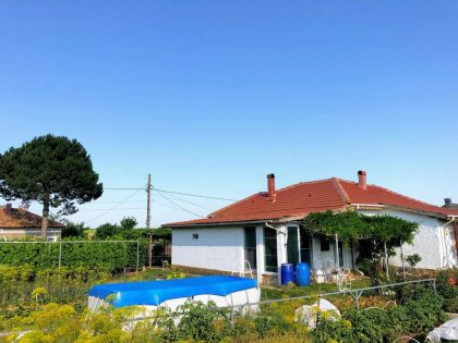 Fully renovated 2 bed single storey house for sale with beautiful 2500 sq.m. garden – 30 min to beaches