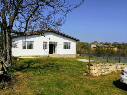 * Sold * Excellent 4 bed 2 bath detached house for sale with own 6100 sq.m. garden. Great village, 40 min drive to the coastal city of Varna