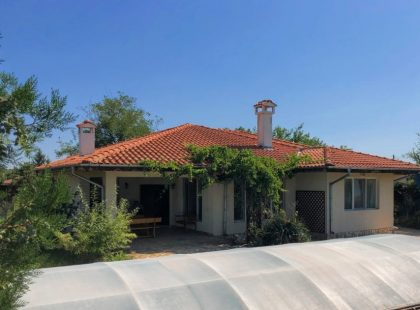 Bargain: Two houses with pool near Balchik, 10min to beach, 45 to airport