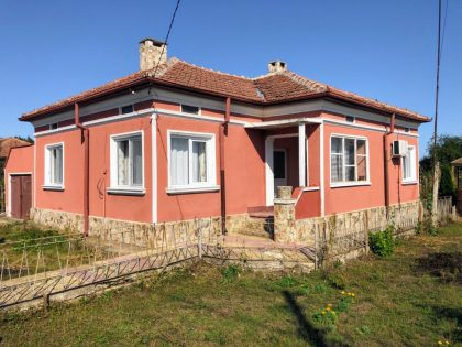 Superb value: Really nice 2-bed house in great condition, 2000m garden, very close to towns