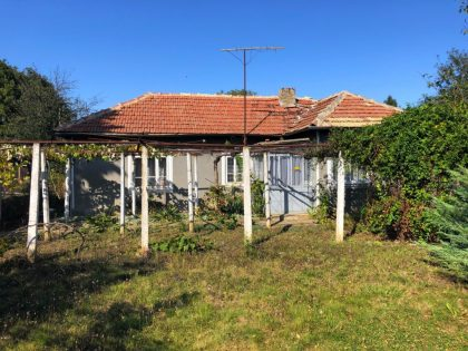 Bungalow and a studio set on 1400sqm plot of land, near amenities, 30min from beach