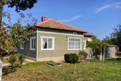 * Sold * Priced to sell: renovated 2 bed house near town, 30min to beaches