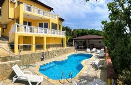 * Sold * Splendid sea-view villa with pool, 5-bed 2.5 bath, private 493 sq.m. garden