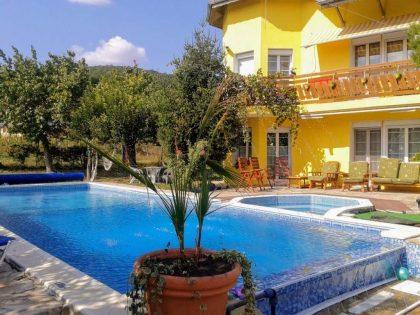 Sea-view 7 bed villa with pool near Albena