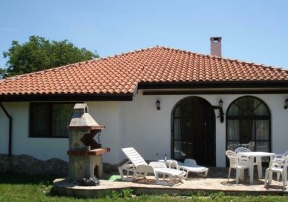 Furnished 3 bed 2 bath bungalow just by Kavarna & the coast