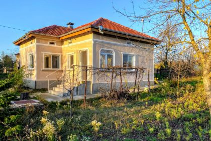 Renovated 2 bed bungalow in a big village 15min drive from Balchik