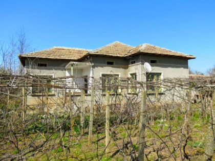 Cheap property in good condition with 1200m garden near Toshevo
