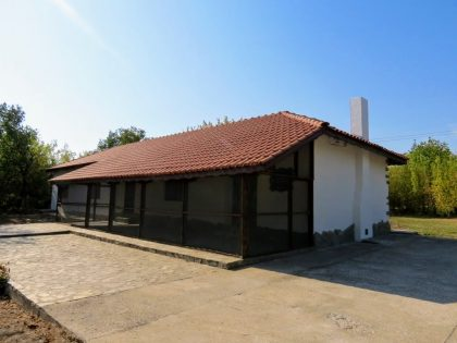 Large renovated stone built bungalow, 25min to beach