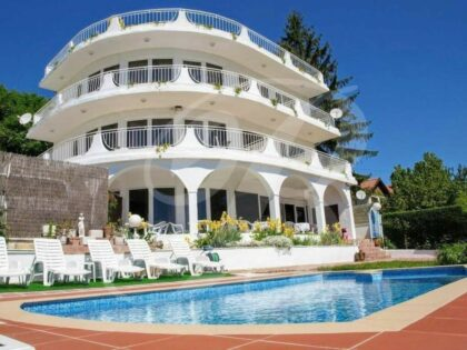Majestic 11-bed house with spectacular sea-views, 500m from beach – Albena