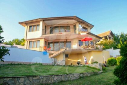 4-bed 3-bath villa near Balchik with pool & fantastic sea-views