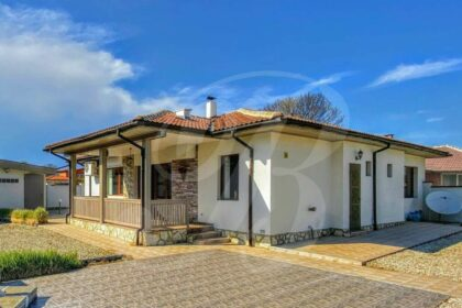 Fantastic house with pool in very nice village near Balchik and the coast