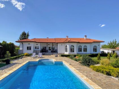 Beautiful one-storey house with pool, just outside Dobrich city, 25min to beach