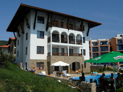 Beachfront apartment: Affordable 1-bed apartment 20m from the beach in St. Vlas