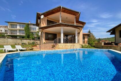 Villa near the sea with pool, views and self-contained apartment