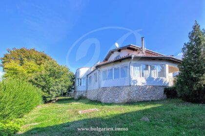 So much value: 3-bed 3-bath house with views near Albena & Golden Sands
