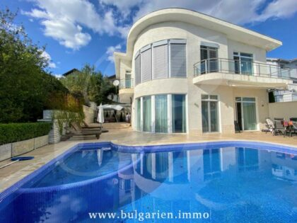 Beautiful luxury villa with spectacular panoramic sea views