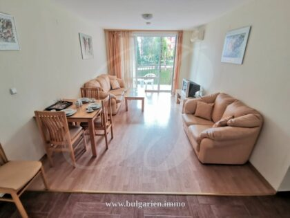Bargain 1-bed apartment by the beach in St. Vlas (Panorama Fort Nox)