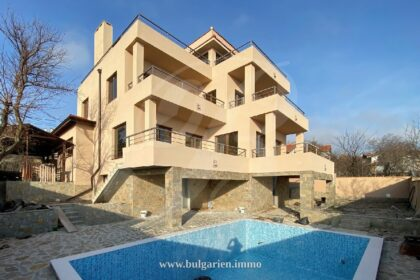 New built 3-story 4/5 bed villa with perfect sea-view
