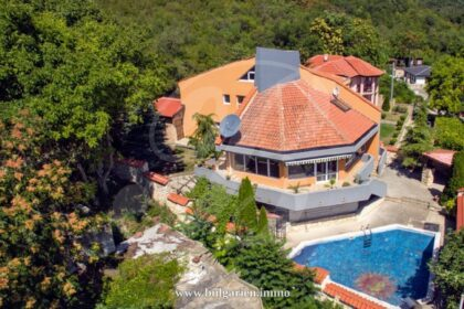 6 bed villa with pool in Balchik