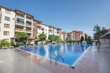 Bargain: 2 bed apartment in Ravda, Apollo – 200m from beach