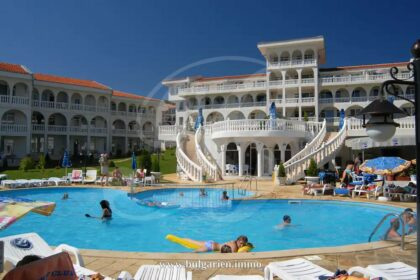 2-bed apartment by the beach in Lazur, St. Vlas
