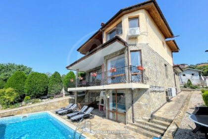 Splendid villa with panoramic sea views and pool near Albena