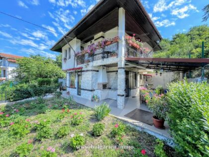 3-bed villa with distant sea-view in Balchik