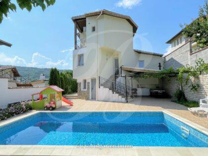 Large villa with beautiful views & swimming pool