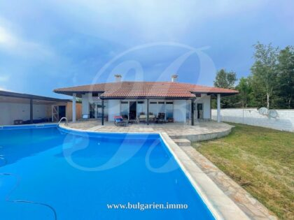 Single story 2-bed house with amazing sea-views
