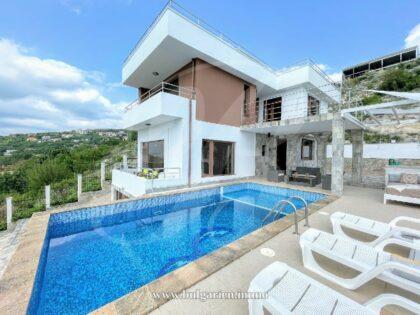 Hilltop villa with panoramic sea-views near Albena