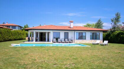 Elegant 4-bed 3-bath villa in BlackSeaRama