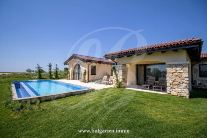 Tuscan-style villa with pool overlooking the golf course in BlackSeaRama