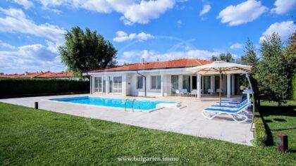 Bespoke 250sq.m. villa with pool overlooking the sea – BlackSeaRama