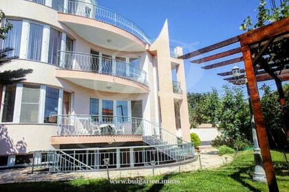4-bed house with sea-view in Varna – near the beach in St. Constantine